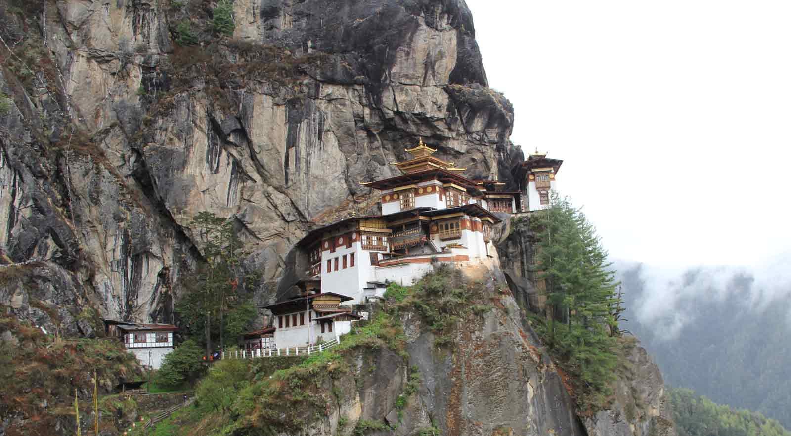 STROLL IN BHUTAN